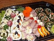 Patera nr.15  Mix Roladki ze szpinakiem i łososiem wędzonym, galantyny drobiowe, szynki z sałatkami i szparagami 25szt