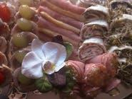 Patera mix 31szt : tortelinki z łososiem wędzonym, tortelinki z indykiem, galantyna drobiowa, szynki ze szparagiem, szynki z sałatką warzywną