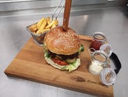 Burger 200g 100% wołowiny z sosem BBQ