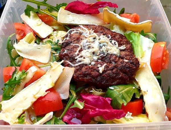 LOW CARB salát  - s nívou a hermelínem