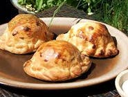 Piecuchy z gyrosem drobiowym,żółtym serem,papryką i pomidorem