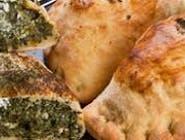 Piecuchy ze szpinakiem i żółtym serem