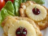 Filet drobiowy z ananasem i żurawiną zapiekany pod serem