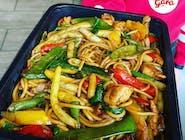 Zestaw: Spaghetti z kurczakiem, fasolką szparagową, czerwoną i żółtą papryką w sosie teriyaki + Zupa
