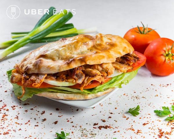 doner kebab z kurczakem w bułce