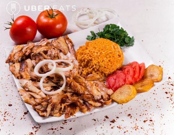 Doner Kebab na talerzu z kurczakiem