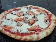 28. Pizza Mozzarella Špeciál
