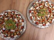 Mini szaszłyki z kurczakiem w sezamie,ananasem i serem camembert