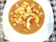 Zupa Krem Warecki z białych warzyw z karmelizowanymi jabłkami i prażonymi migdałami