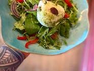 Sałatka sezonowa z oryginalną  włoską mozzarellą