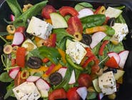 Sałatka z serem typu greckiego