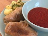 Tradycyjne gołąbki z sosem pomidorowo-paprykowym
