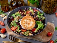Sałatka z burakiem i grillowanym kozim serem