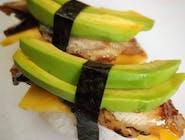 Nigiri z węgorzem, awokado i mango