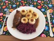 Rosół drobiowo-wołowy z makaronem, rolada wieprzowa