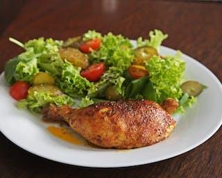 Kurczak pieczony z opiekanymi ziemniakami.