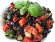 Wegetariańskie risotto z czarnego ryżu z warzywami