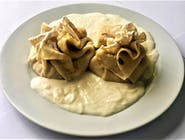 Clătite cu brânză de vaci, stafide și sos de vanilie