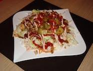 Sałatka z kebabem na sałacie lodowej