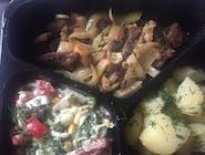 Wątróbka wieprzowa z cebulką ,ziemniaki  z  koperkiem  ,surówka