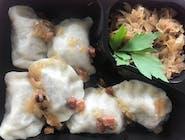 Pierogi z mięsem i zasmażką (6 szt ) , surówka