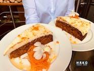 Ciasto marchewkowe z białą czekoladą i sosem pomarańczowym