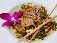Kaczka Xiang Su Ya z makaronem noodle