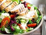 Sałata z kurczakiem i warzywami 380g