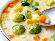 Zupa jarzynowa i dorsz w panierce z ziemniakami i surówką z kiszonej kapusty.