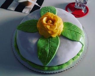 Tort robiony ręcznie
