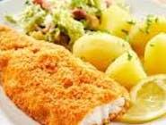 Barszcz Ukraiński ,smażona ryba , ziemniaki , surówka