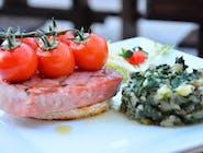 Tuna / sabljarka na mediteranski s cherry rajčicama i blitvom