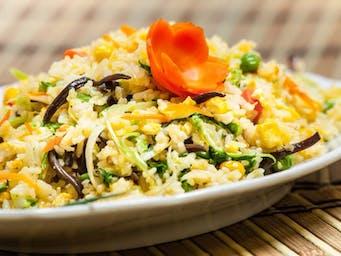 Ryż po kantońsku z warzywami