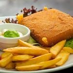 Vyprážaný syr, (zemiaky podľa ponuky), tatárska omáčka, obloha