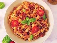 Spaghete cu sos de roșii, usturoi, busuioc și parmezan