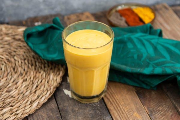 MANGO LASSI Indyjski koktajl na bazie mango i jogurtu)