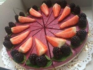 Raw cake s lesným ovocím