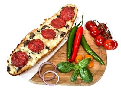 Zapiekanka z szynką lub salami