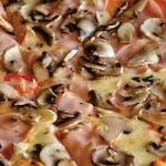 Pizza cu șuncă și ciuperci