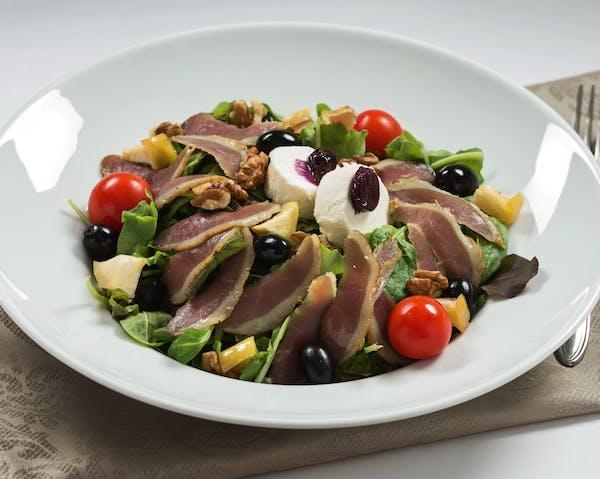 Salată piept rață afumat