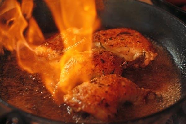 Pulpă de rață la cuptor cu varză roșie și piure cartofi