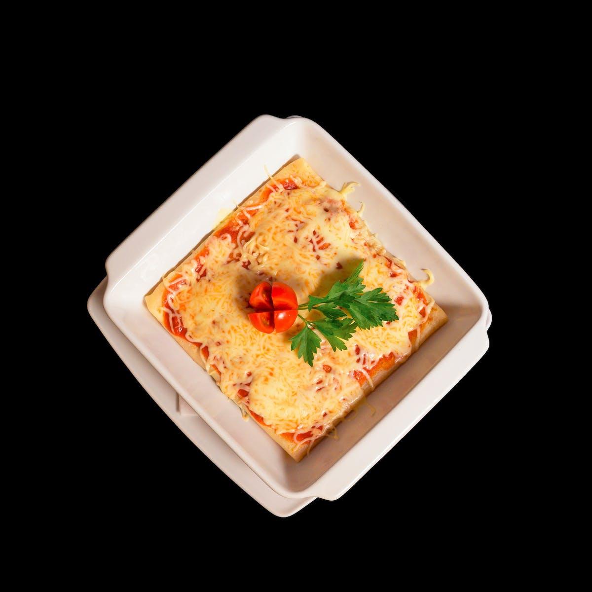 Naleśniki zapiekane z mozzarellą w sosie pomidorowo-ziołowym
