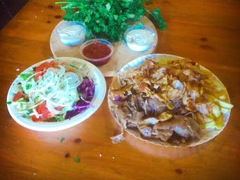 Kebab duży na talerzu