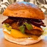 Obeliks - burger w zestawie z frytkami belgijskimi i sałatką coleslaw