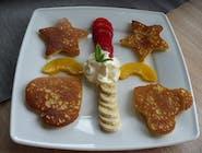 Pancakes mini  z bitą śmietaną i owocami