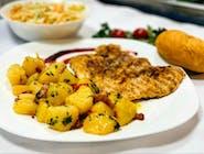 Piept de pui + garnitură + salată + chiflă