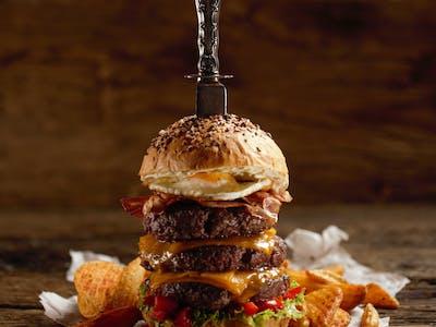 Trojitý hovädzí burger