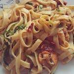 Makaron Spaghetti z pesto z suszonymi pomidorami i kurczakiem