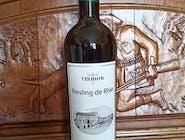 Vin alb, RIESLING DE RIHN , CRAMA TEODOR. Vin alb-verzui strălucitor, cu un rafinat gust de măr verde, aromă de caisă, cu aciditate bună dar echilibrată, complex şi elegant. Se serveşte bine răcit.