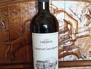 Vin roşu Cabernet Sauvignon, Crama Teodor, 2018. Vin de culoare rubinie, cu aromă de mure, coacăz negru, cireşe, nucşoară şi piper. Echilibrat şi expresiv. Asocierea lui la mesele cu carne roşie va da satisfacţie.